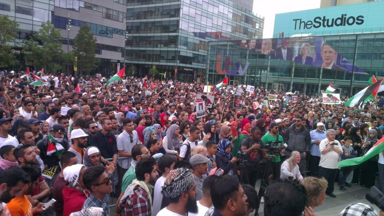 #GazaUnderAttack protests outside BBC Offices in MediaCityUK on 12 July 2014
