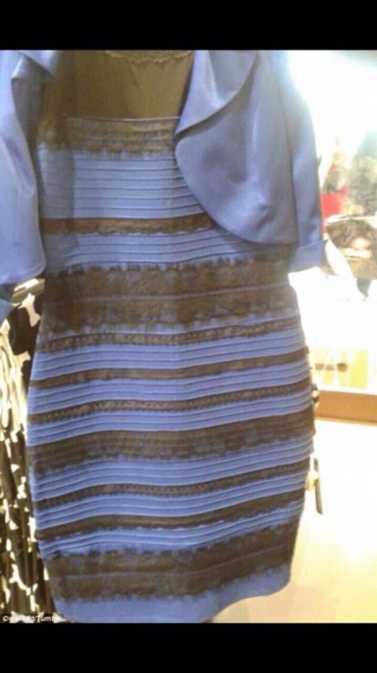 What colour is this dress? Black/Blue or Gold/White?